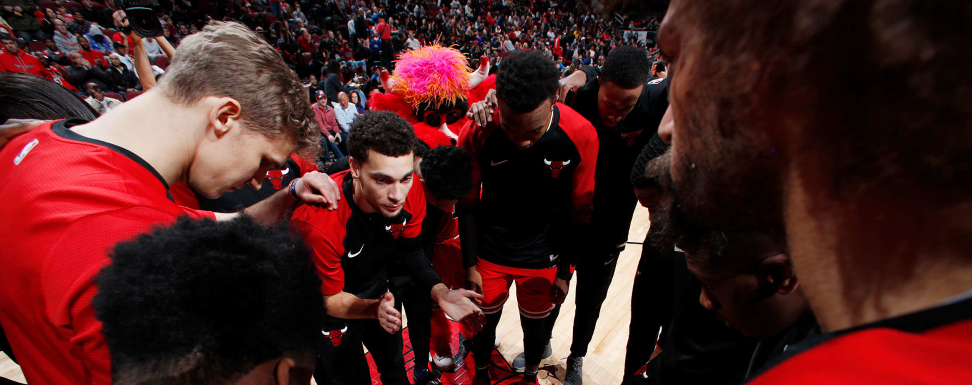 47e094592127 Chicago Bulls huddle up against the Oklahoma City Thunder on December 7