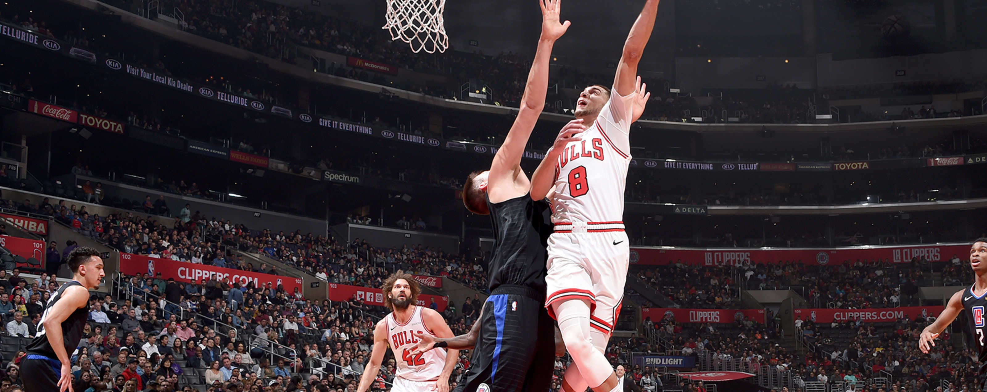 Zach LaVine shoots the ball against the Los Angeles Clippers