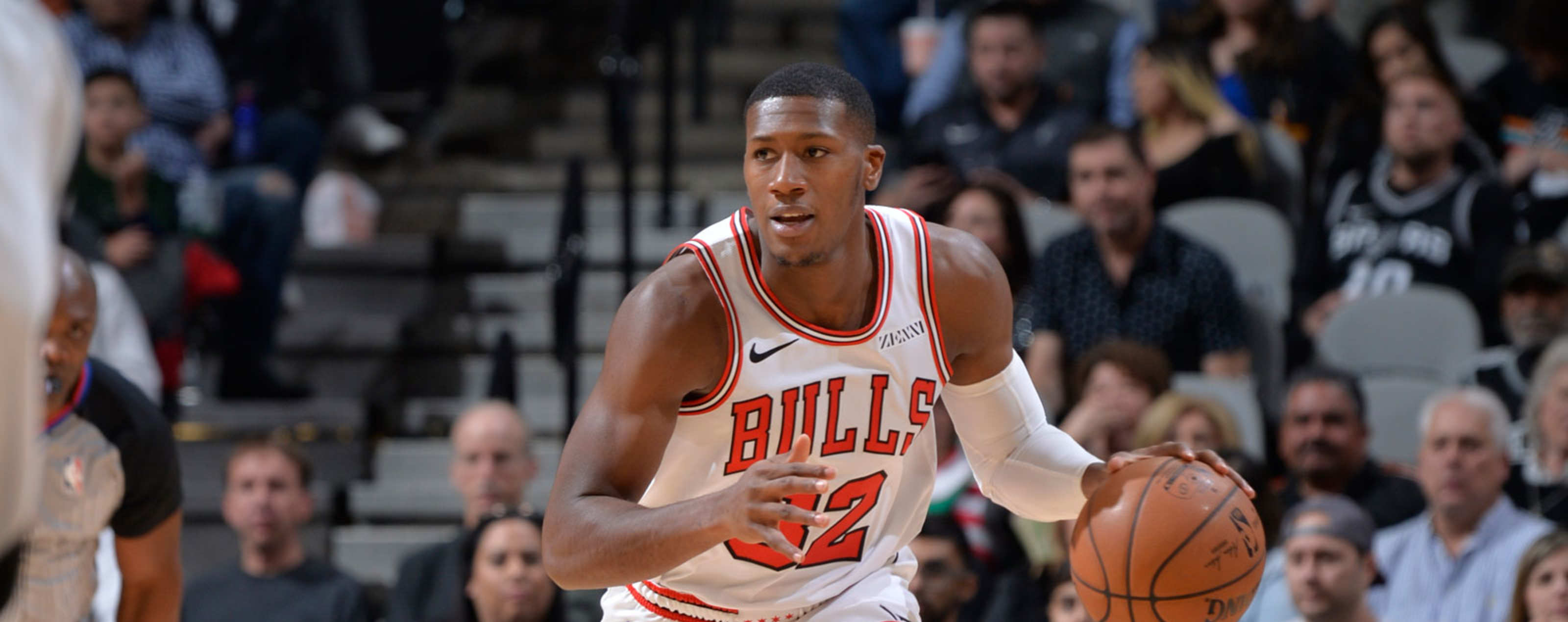 Kris Dunn #32 of the Chicago Bulls handles the ball against the San Antonio Spurson December 15, 2018 at the AT&T Center in San Antonio, Texas.