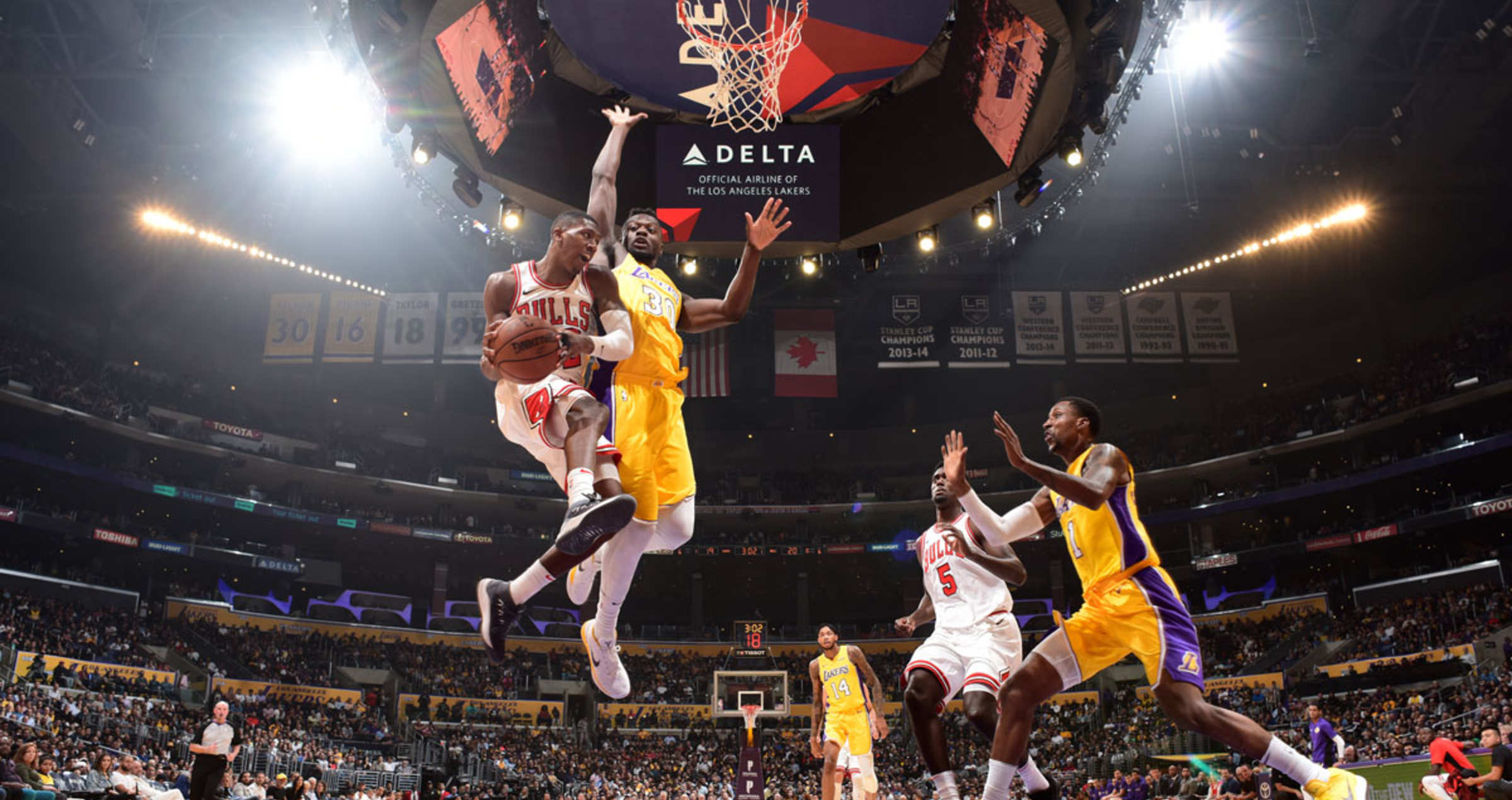 Kris Dunn #32 of the Chicago Bulls looks to pass against the Los Angeles Lakers on November 21, 2017 at STAPLES Center in Los Angeles, California.