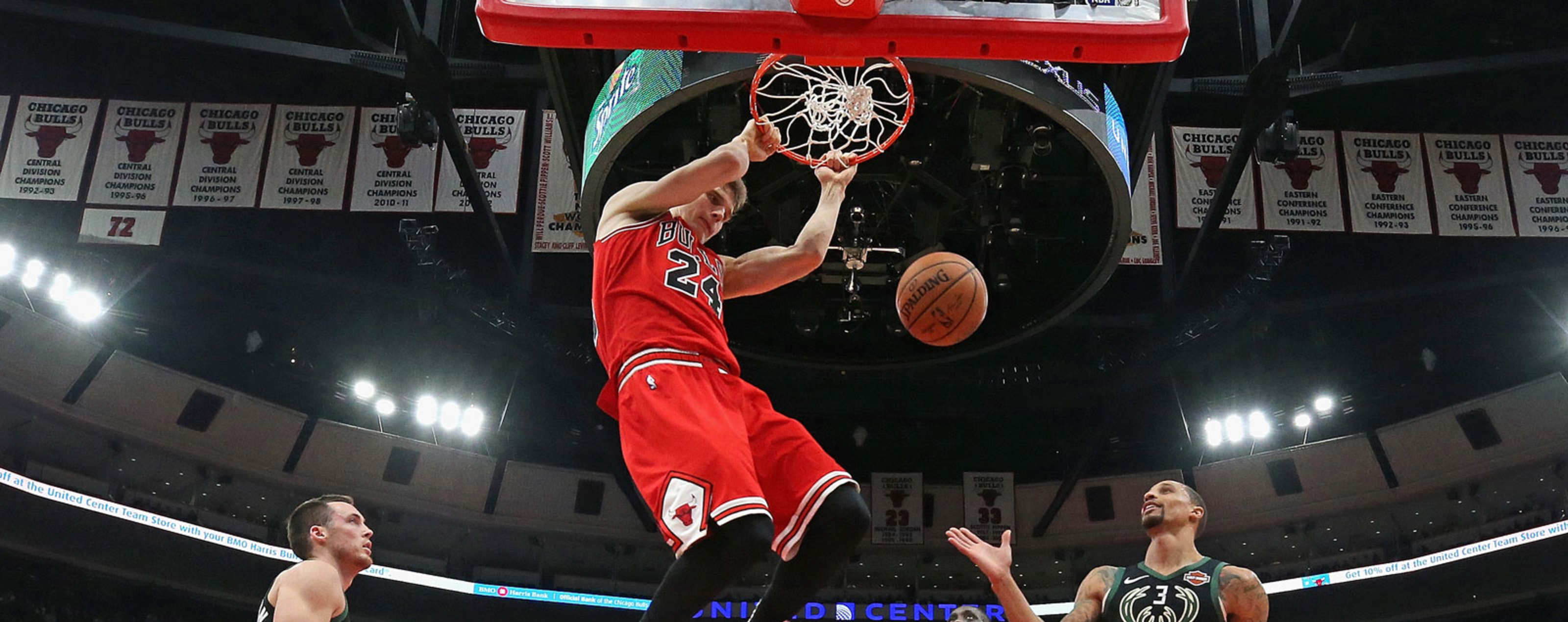 e69579fd086 Lauri Markkanen dunks the ball against the Milwaukee Bucks.