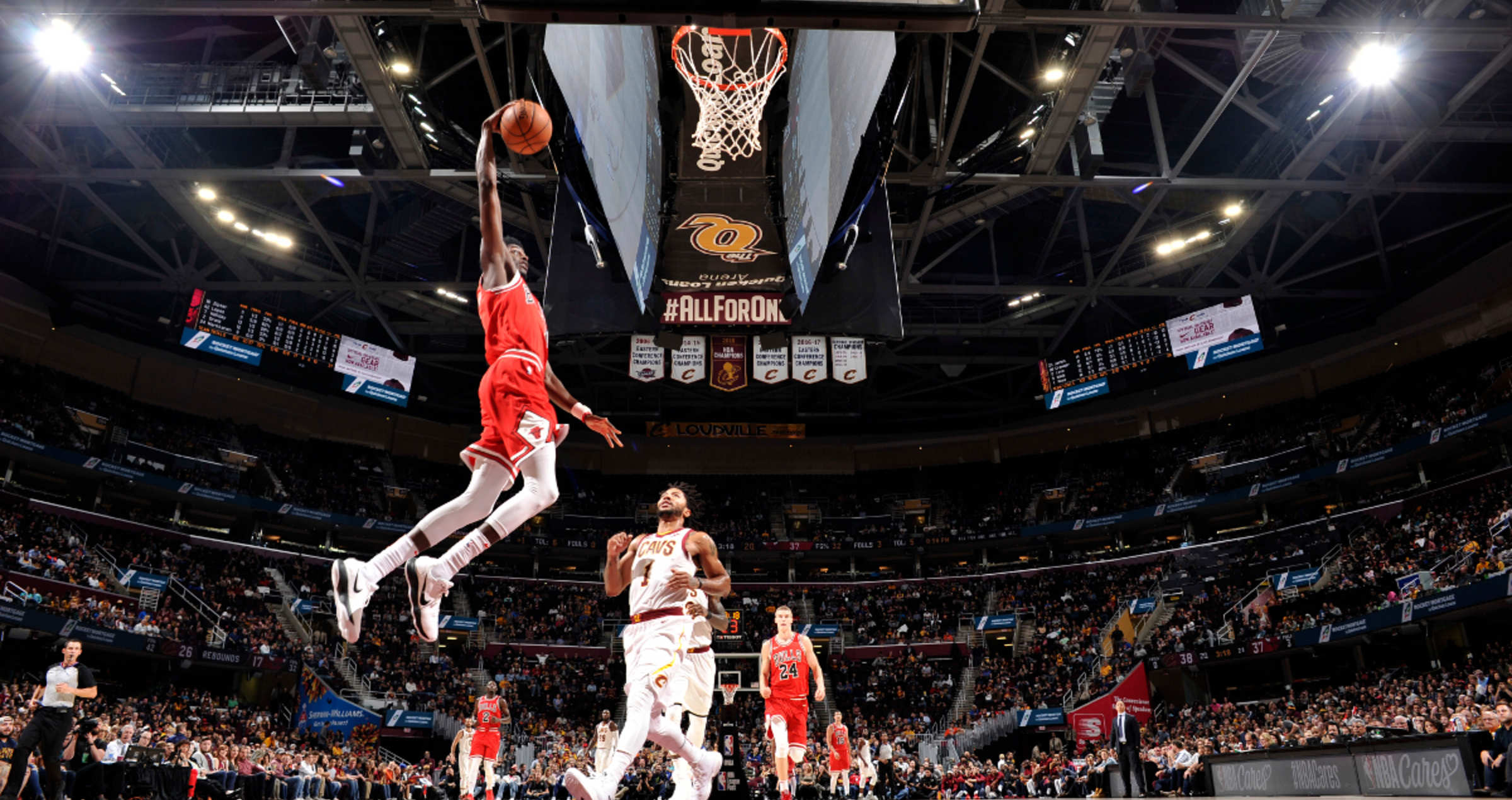 Justin Holiday #7 of the Chicago Bulls goes to the basket against the Cleveland Cavaliers on October 10, 2017 at Quicken Loans Arena in Cleveland, Ohio.