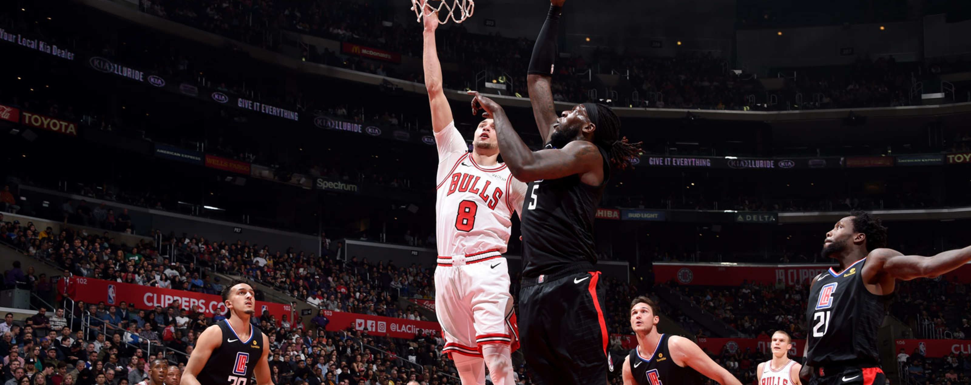 Zach LaVine #8 of the Chicago Bulls shoots the ball against the Los Angeles Clippers