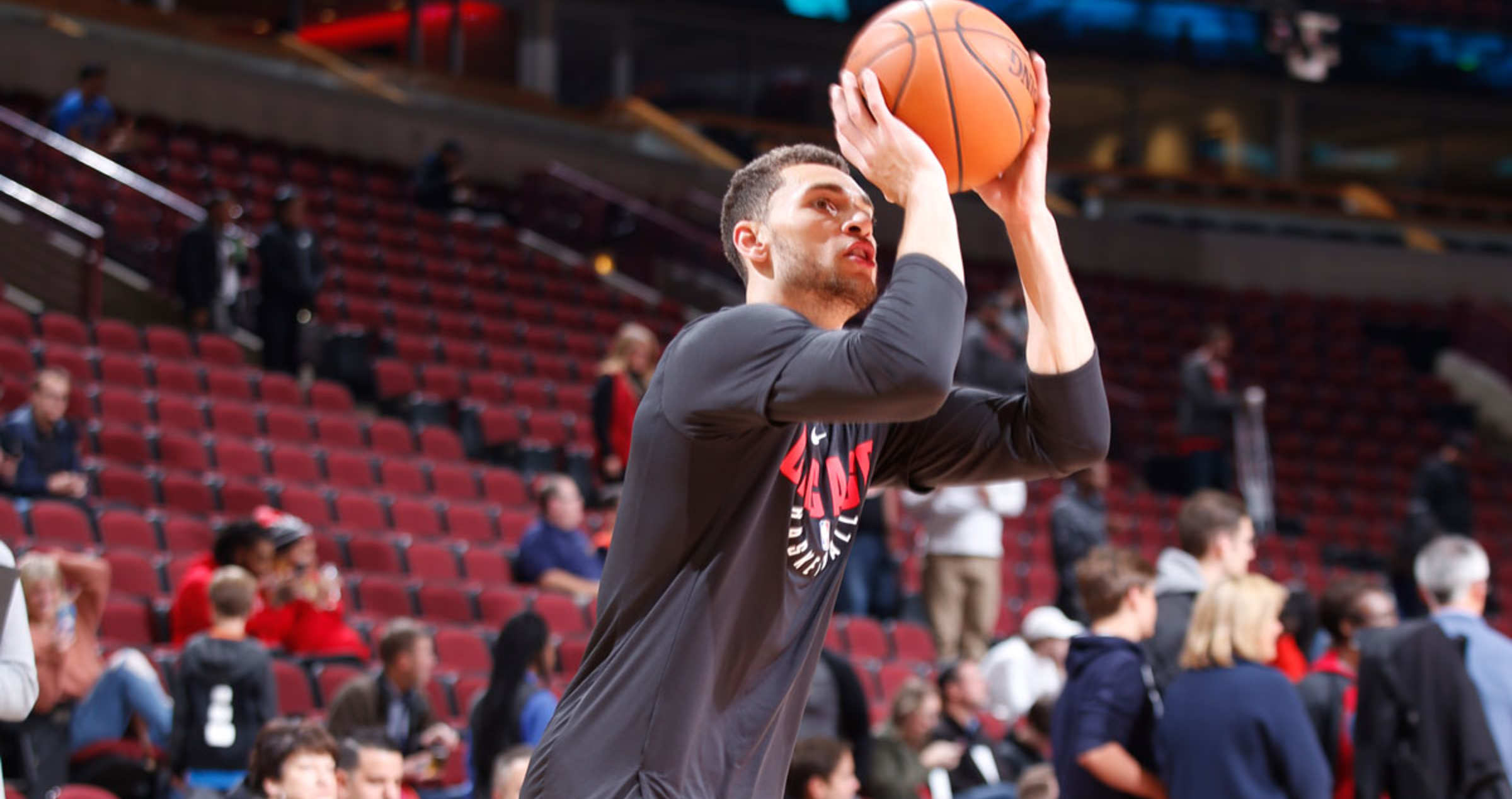 Zach Lavine of the Chicago Bulls shooting the ball in pregame warm ups, October 28, 2017 at the United Center, Chicago, IL.