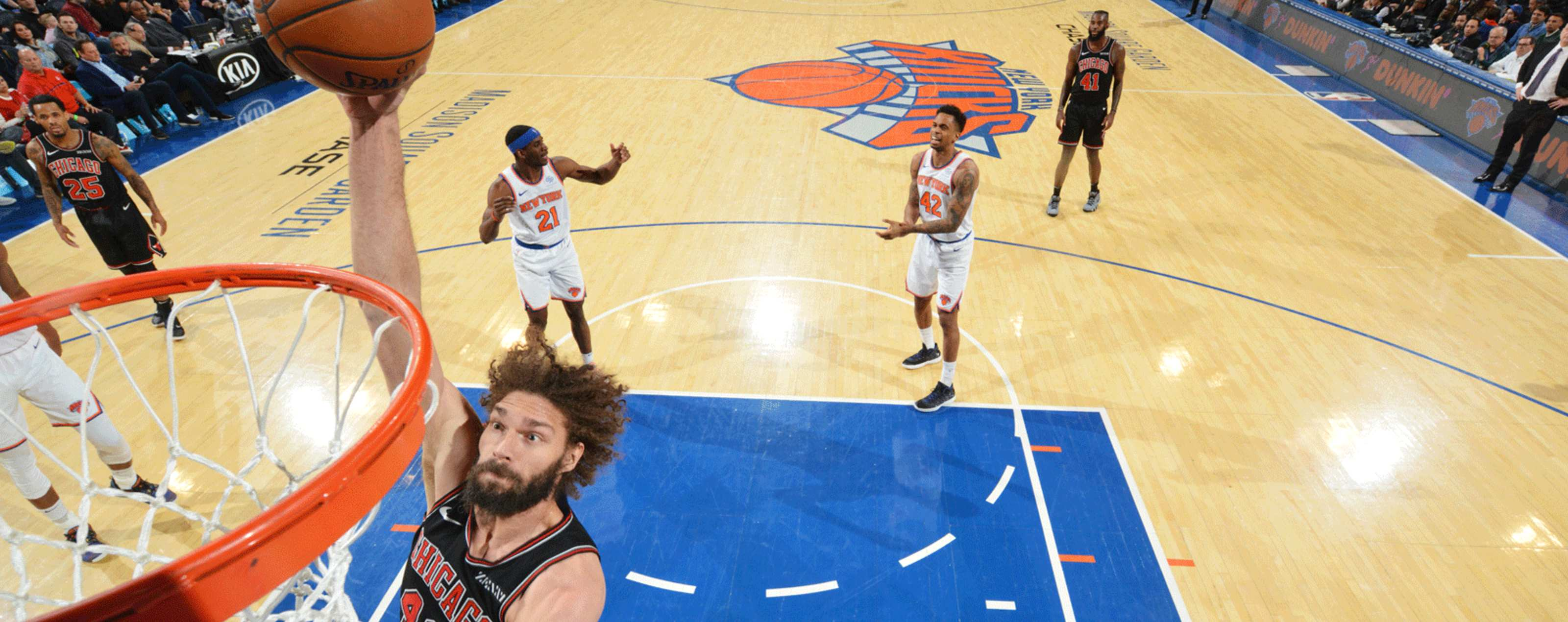 43915643f8c Robin Lopez dunks the ball in a game against the New York Knicks