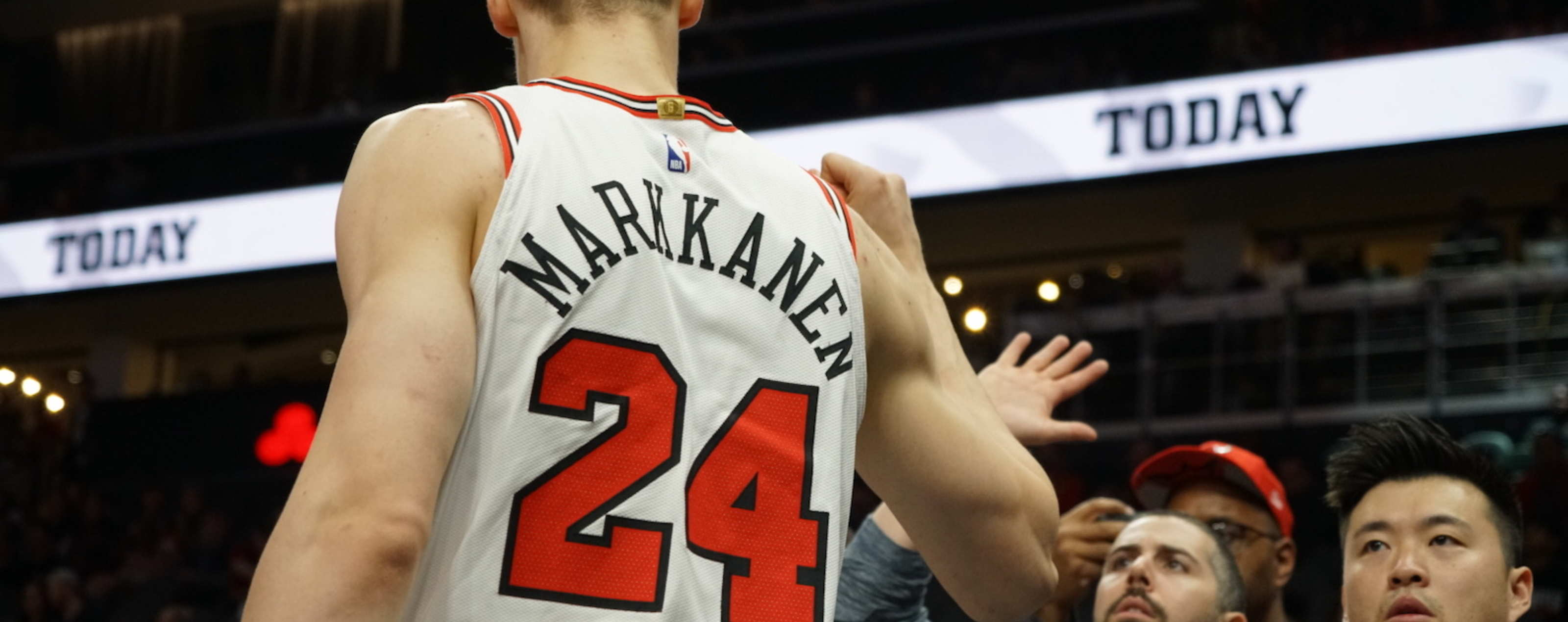 Markkanen High Fives Coaching Staff