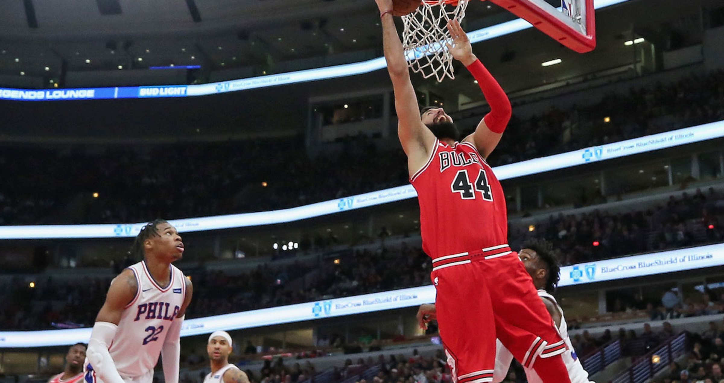Nikola Mirotic #44 of the Chicago Bulls moves to the Basket against the Philadelphia 76ers