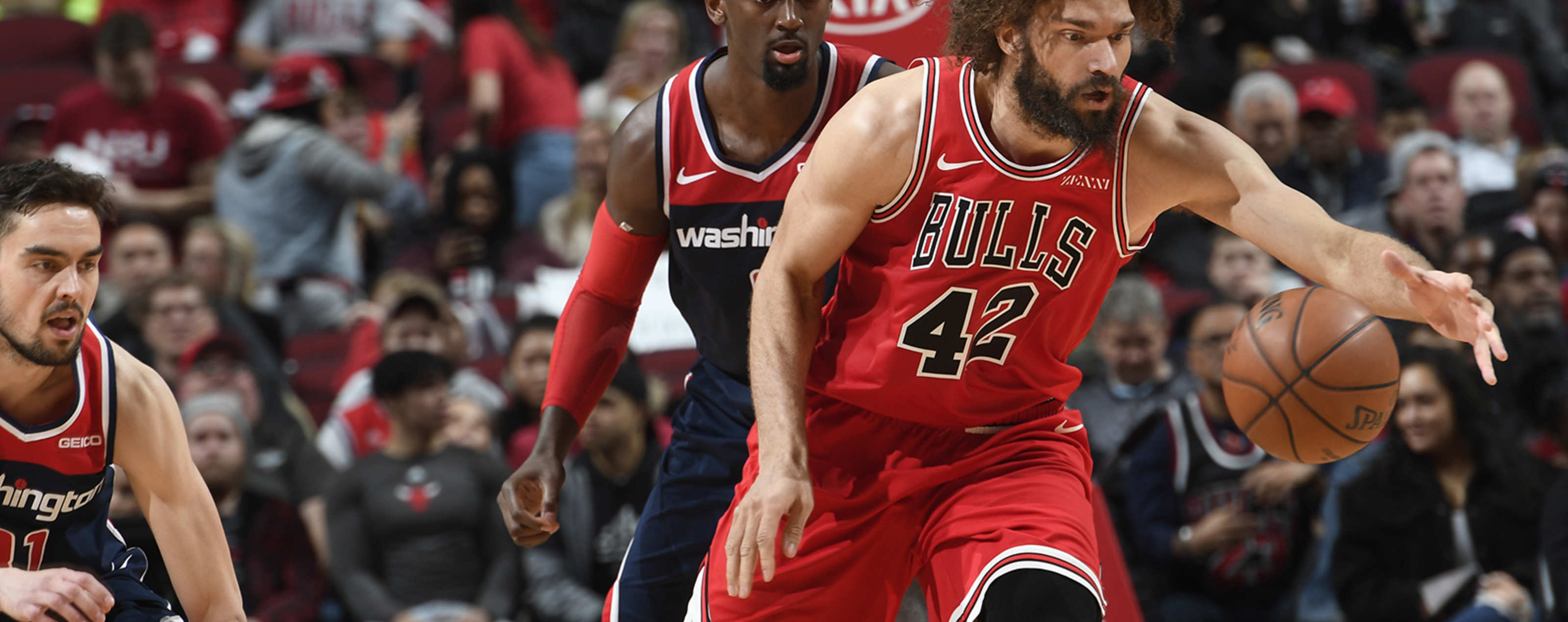 Robin Lopez stretches out for the ball