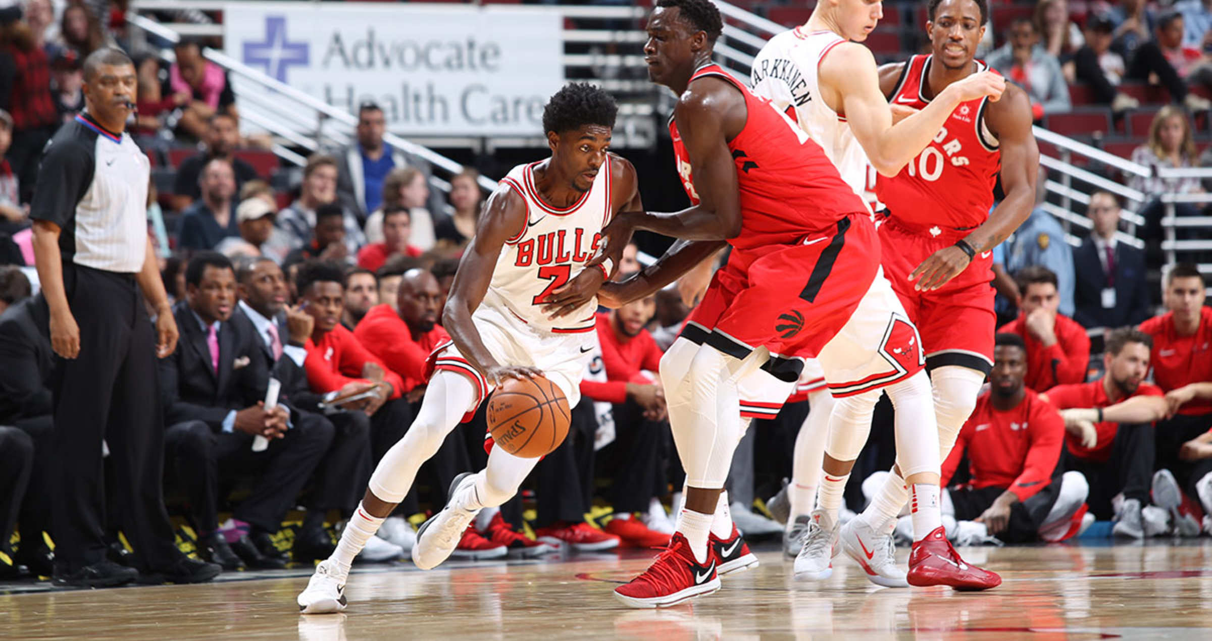 Justin Holiday #7 of the Chicago Bulls moves around a screen by Lauri Markkanen against the Toronto Raptors on October 13, 2017 at the United Center in Chicago, Illinois.