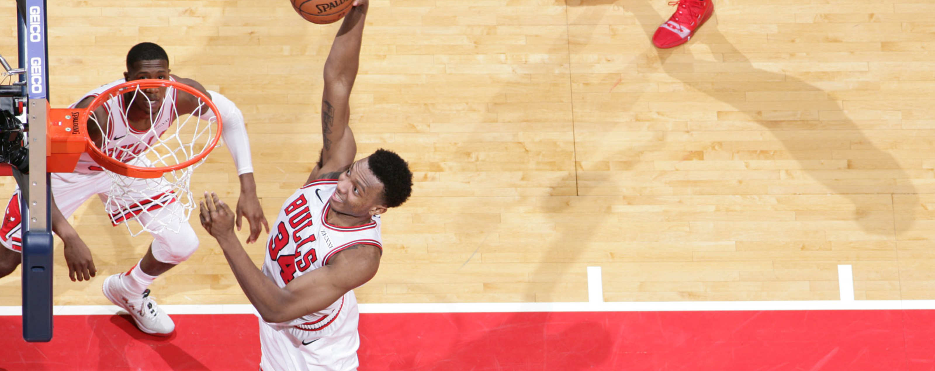 Wendell Carter Jr. dunks the ball against the Washington Wizards.