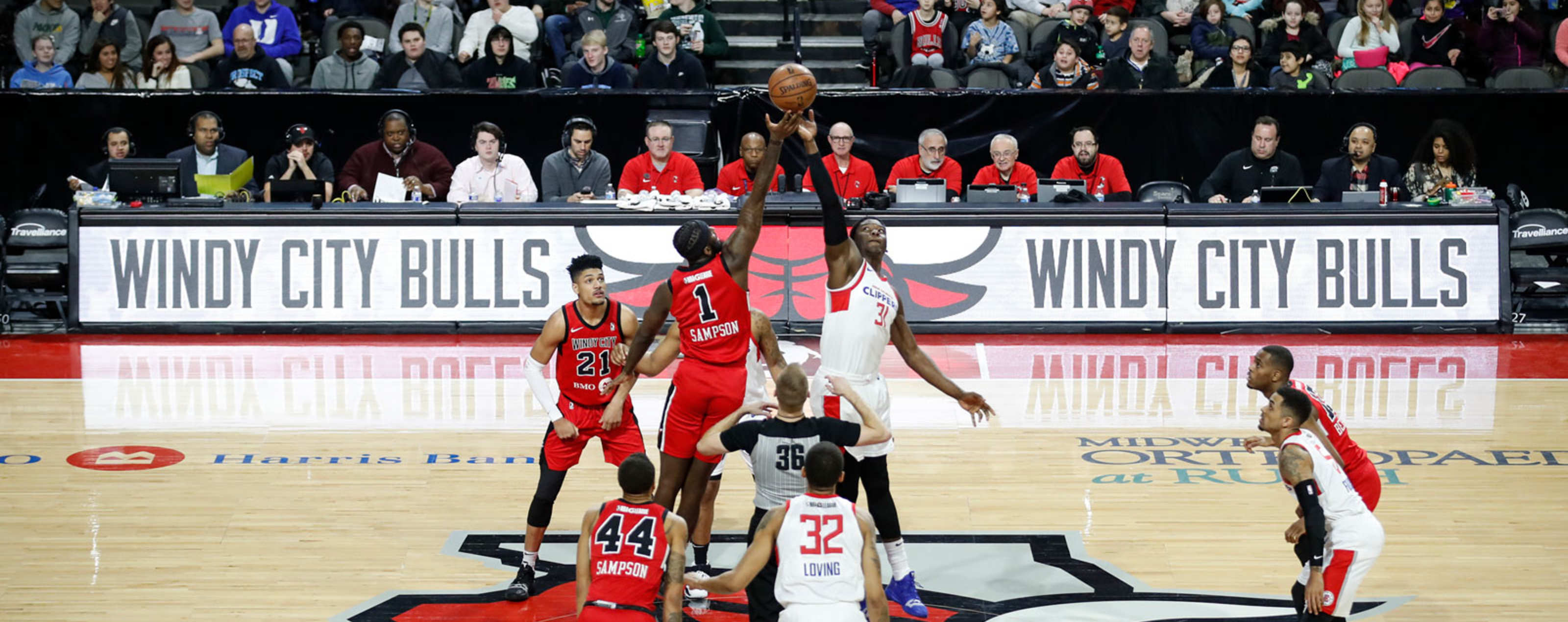 Windy City Bulls tip off the ball against the Agua Caliente Clippers