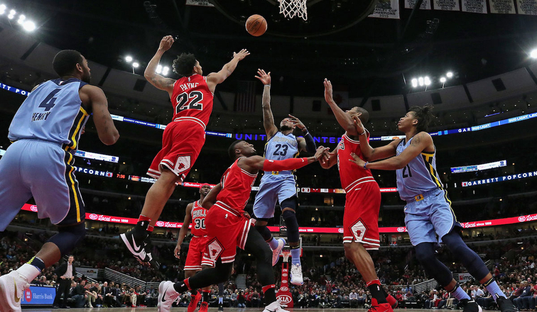The Bulls fight for a loose ball in a game against the Grizzlies.