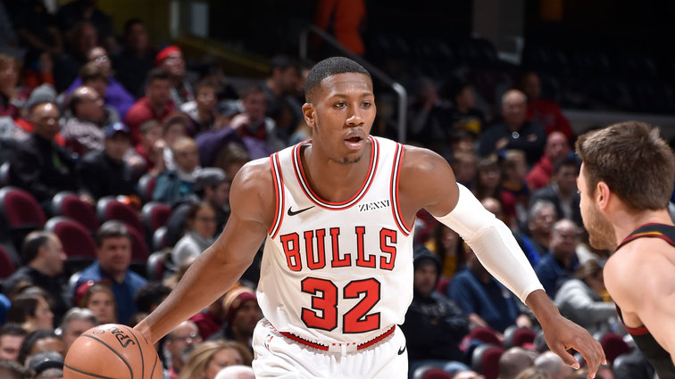 Kris Dunn dribbles the ball in a game against the Cleveland Cavaliers