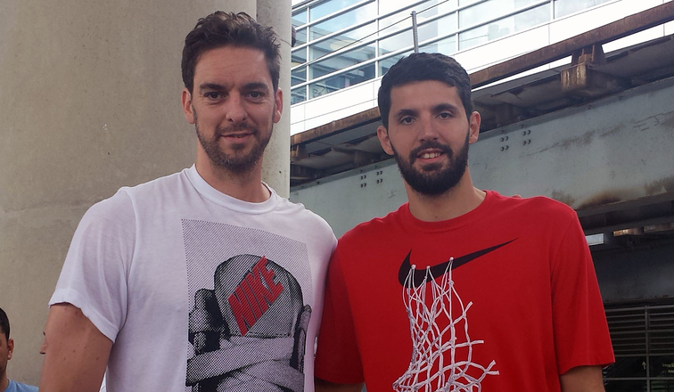 Pau Gasol and Nikola Mirotic arrive in Chicago