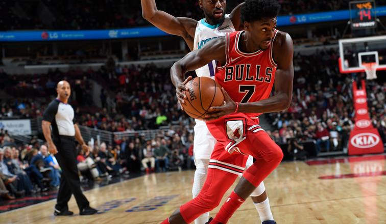 #7 Justin Holiday drives to the basket against the Charlotte Hornets, November 17, 2017 at the United Center Chicago, Illinois