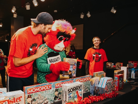 Chicago Bulls Host 400 Chicago Students for Holiday Party