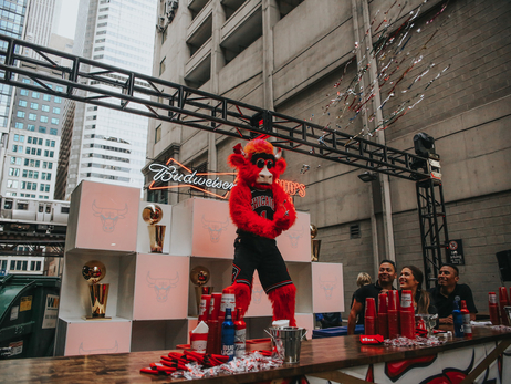 Bulls and Budweiser take over Chicago Theatre Alley