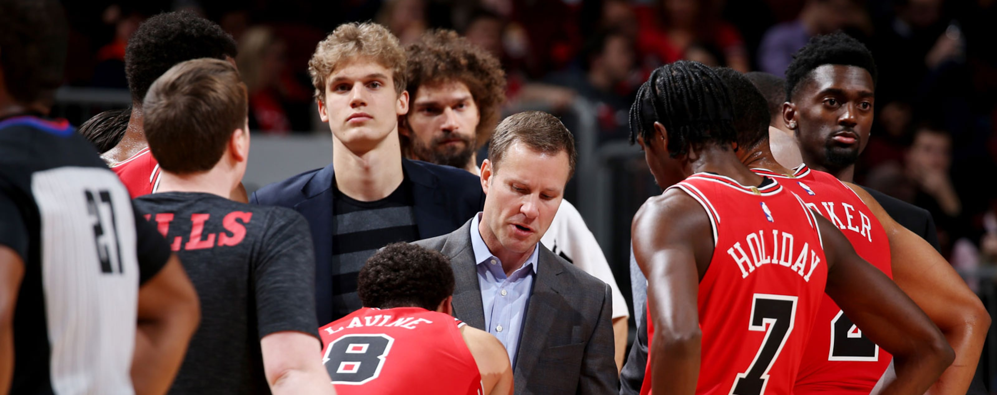 Chicago Bulls huddle up during the game against the LA Clippers on November 12, 2018 at the United Center in Chicago, Illinois.