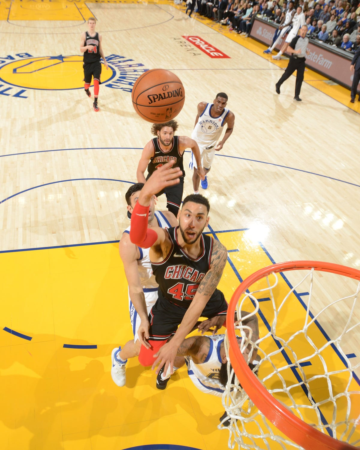 Denzel Valentine #45 of the Chicago Bulls shoots the ball against the Golden State Warriors on November 24, 2017 at ORACLE Arena in Oakland, California.