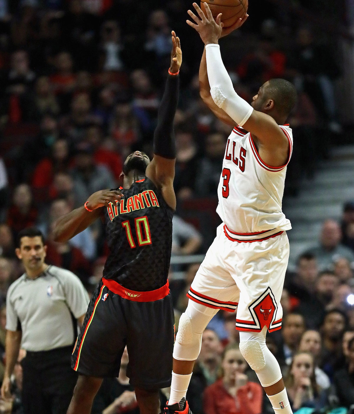 Dwyane Wade #3 of the Chicago Bulls shoots over Tim Hardaway Jr. #10 of the Atlanta Hawks at the United Center on January 25, 2017 in Chicago, Illinois.