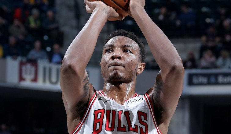 Wendell Carter Jr. of the Bulls shoots a free throw