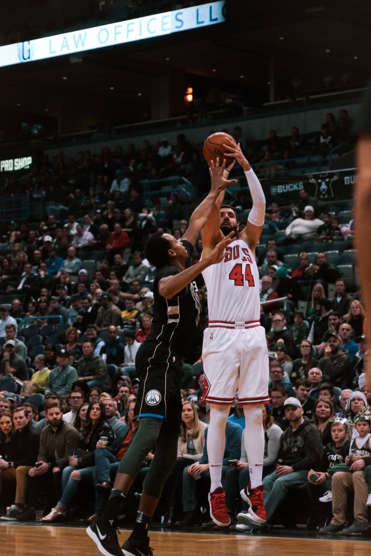Niko Mirotic with a shot over Milwaukee on December 15th, 2017.