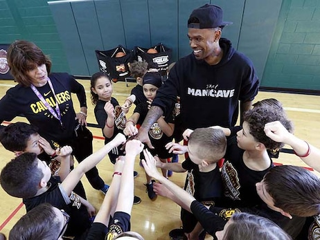 Daniel Gibson Appears at Cavs Academy
