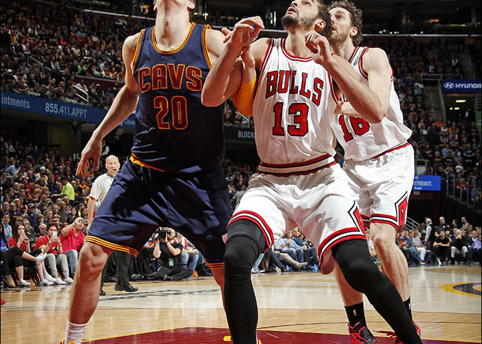 90741270c616 Joakim Noah  13 of the Chicago Bulls boxes out against Timofey Mozgov  20 of