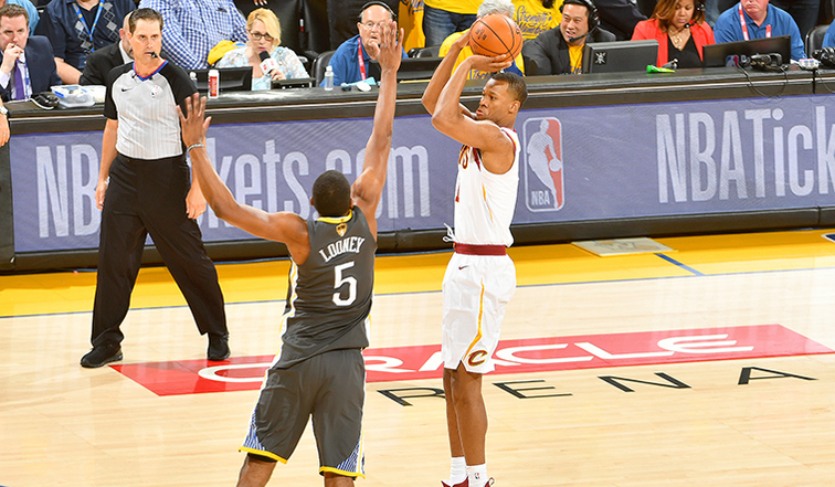 Cavs' Rodney Hood give Twitter life in Game 3