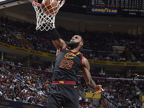 Love Returns in Cavs' Homecoming Win Over Bucks
