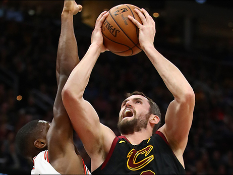 Cavs Hold Off Bulls, Take 12th Straight at Home