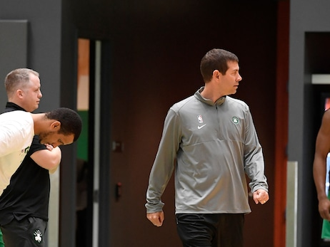 Brad Stevens coaches the Celtics at practice