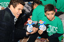 Kris Humphries helps spread holiday cheer.