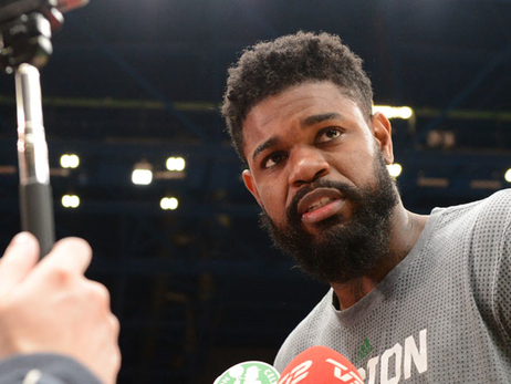 Amir Johnson in Milan