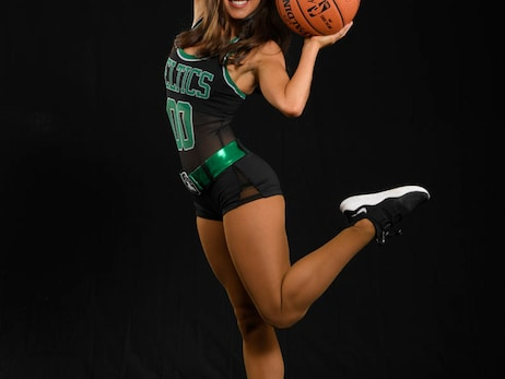 Taylor - 2018-19 Celtics Dancer