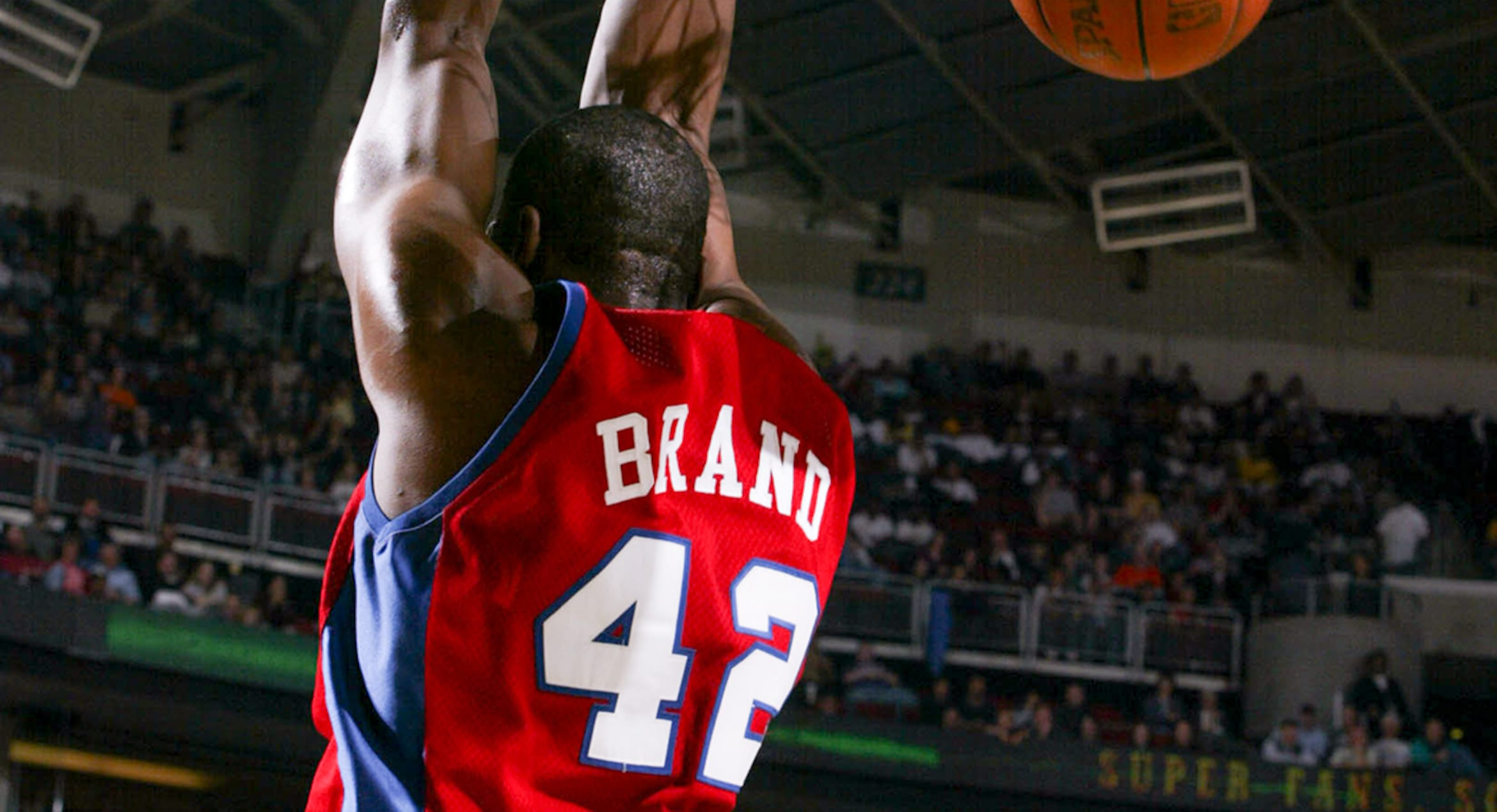 Former Clippers Star Elton Brand Retires
