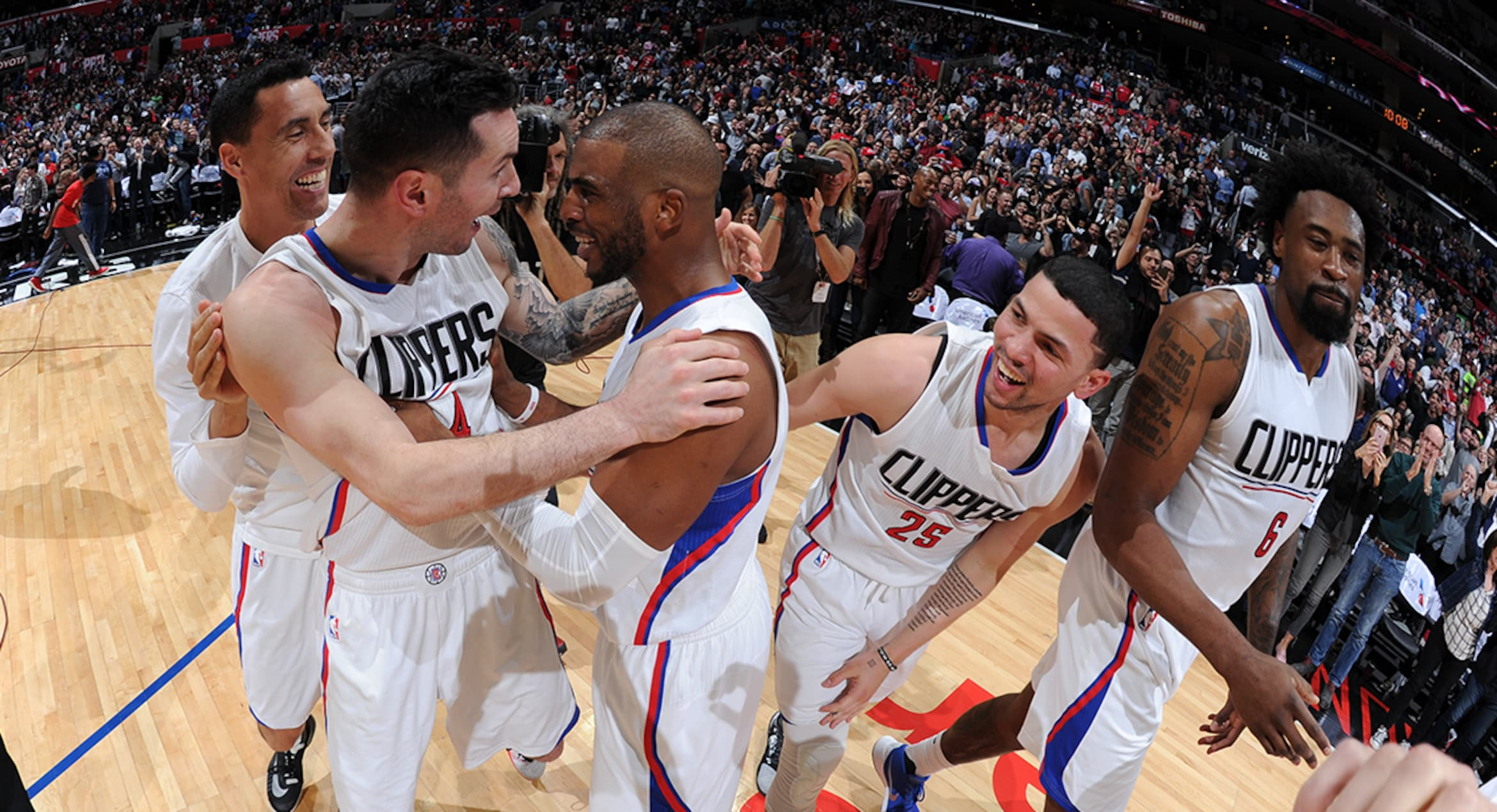 Image of Clippers Celebrating Win