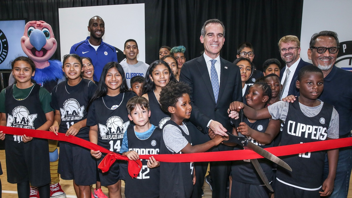 Press Release: L.A. Clippers And Mayor Garcetti Celebrate The Opening Of The First Clippers Community Court