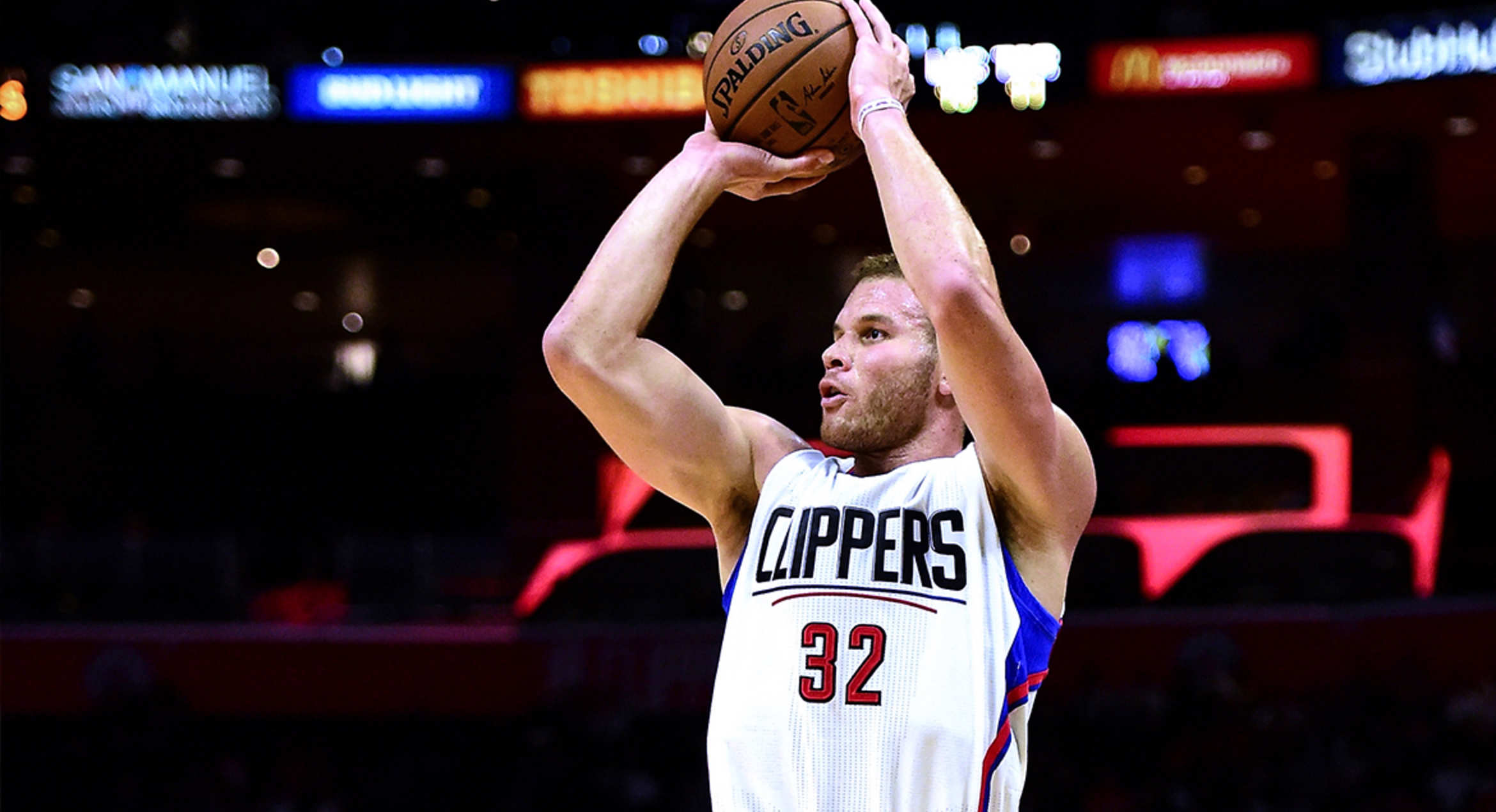 blake griffin hits twice from deep in strong preseason home opener