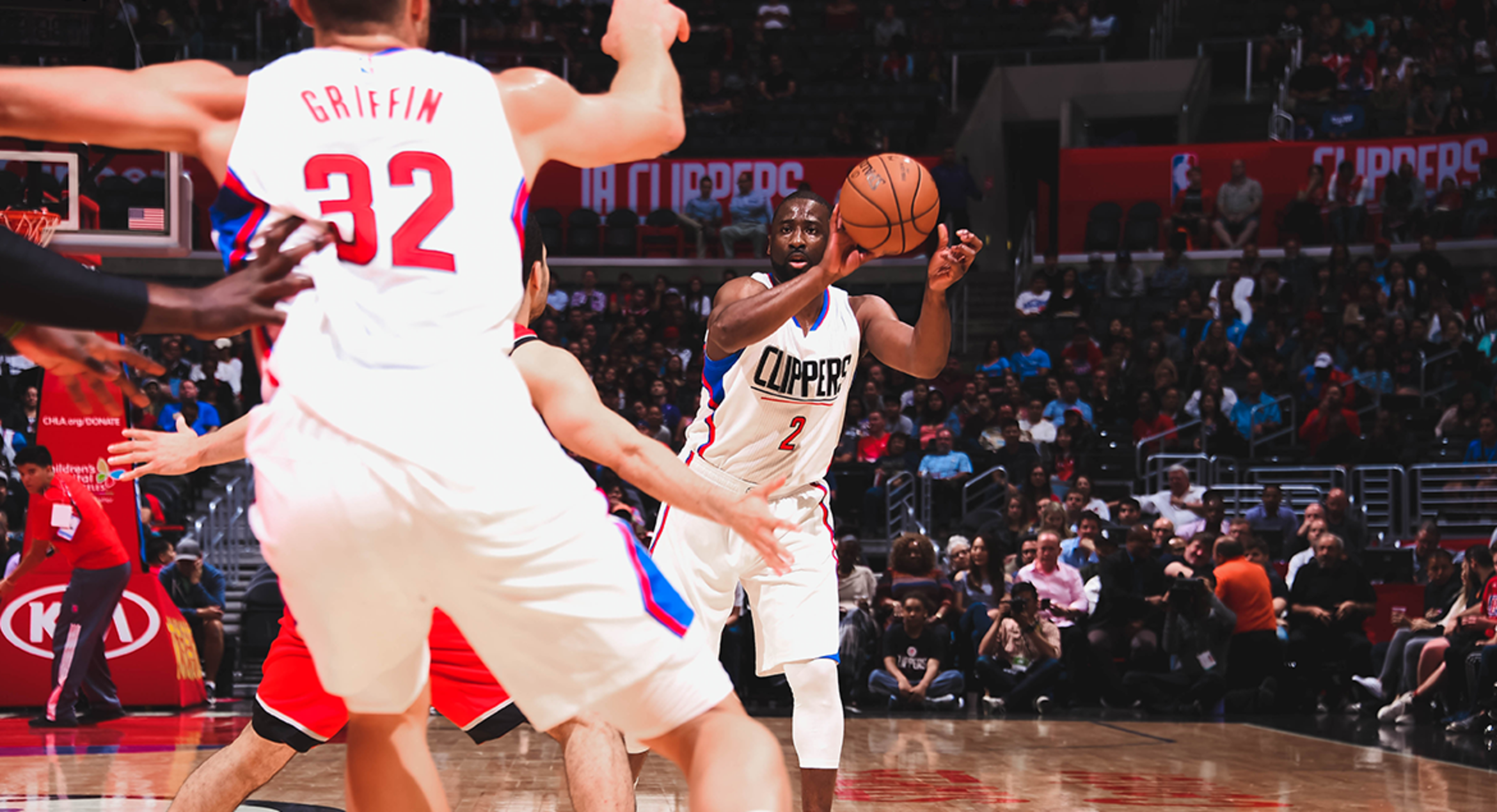 Image of Felton, Griffin Return To Action To Help Clippers Edge Blazers
