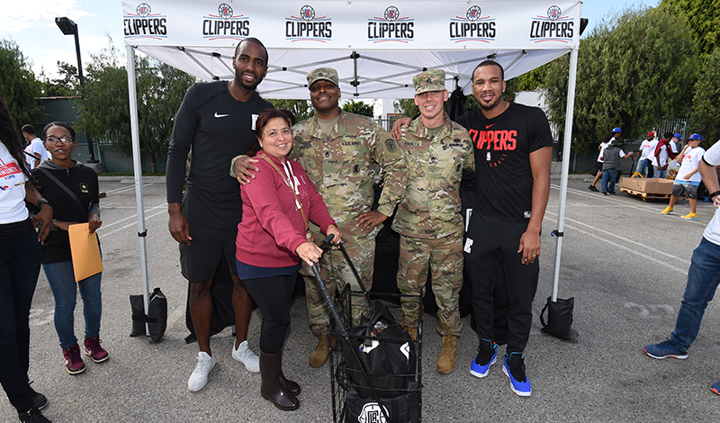 Gallery | L.A. Clippers Foundation & Salvation Army Siemon Family Youth & Community Center Food Giveaway