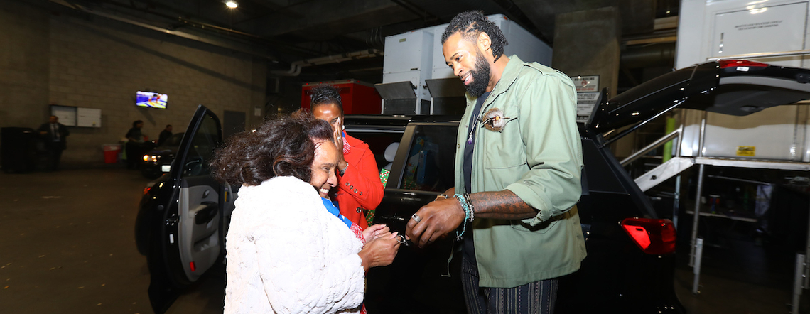 Tis the Season: DeAndre Jordan Gives Away a Kia