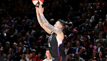 Redick Scores 20 In First Round