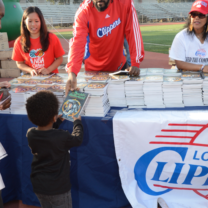 Photos for Clippers Feed the Community Event - 12/17/12 - 1