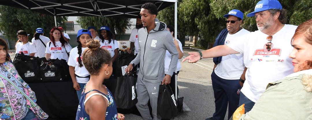 L.A. Clippers Foundation Feeds 500 Families At 30th Annual Teamwork At The Table Event
