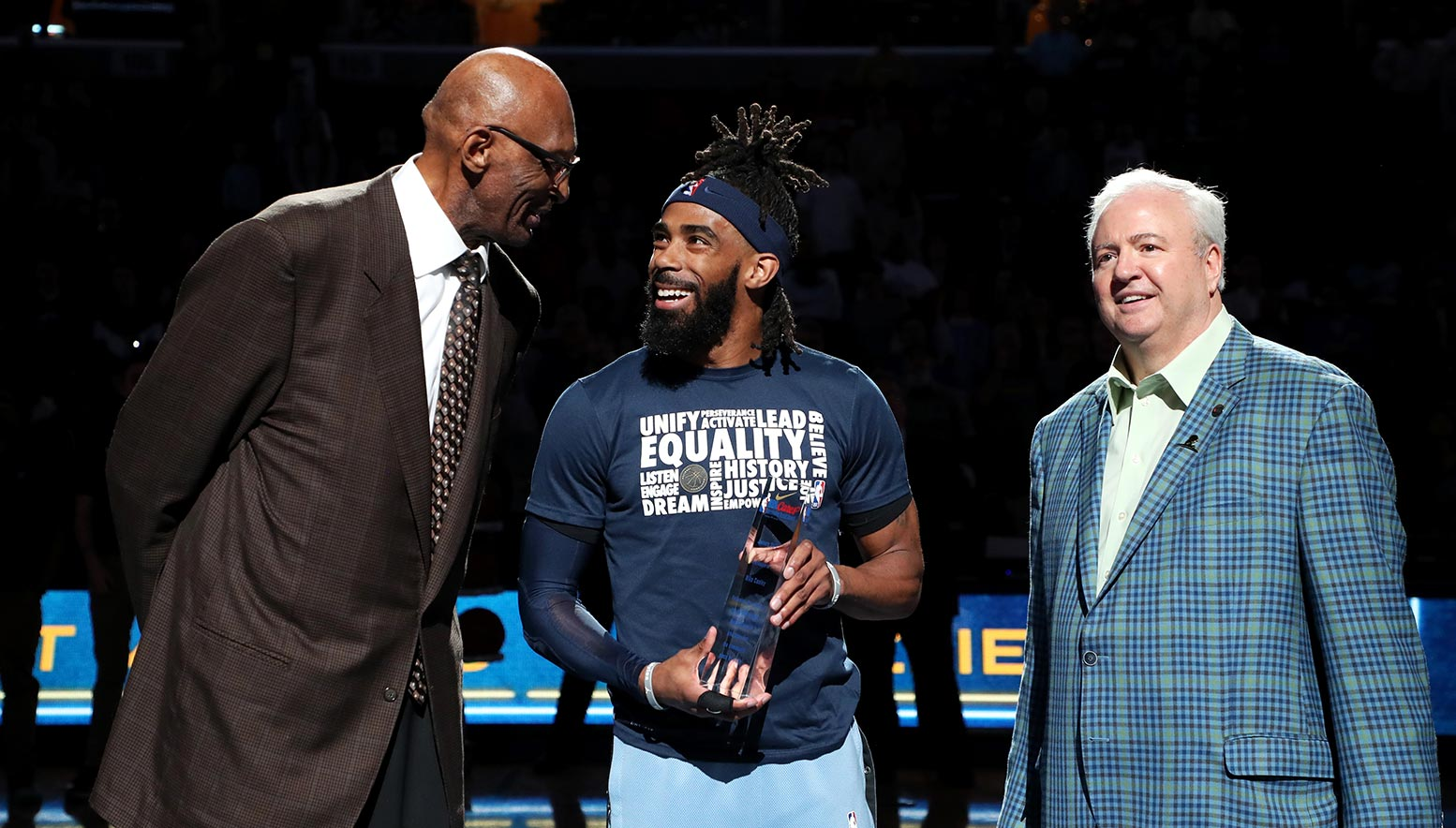 Mike Conley Named Among Finalists For 2018 19 Nba Sportsmanship Award And 2018 19 Twyman Stokes Teammate Of The Year Award Memphis Grizzlies
