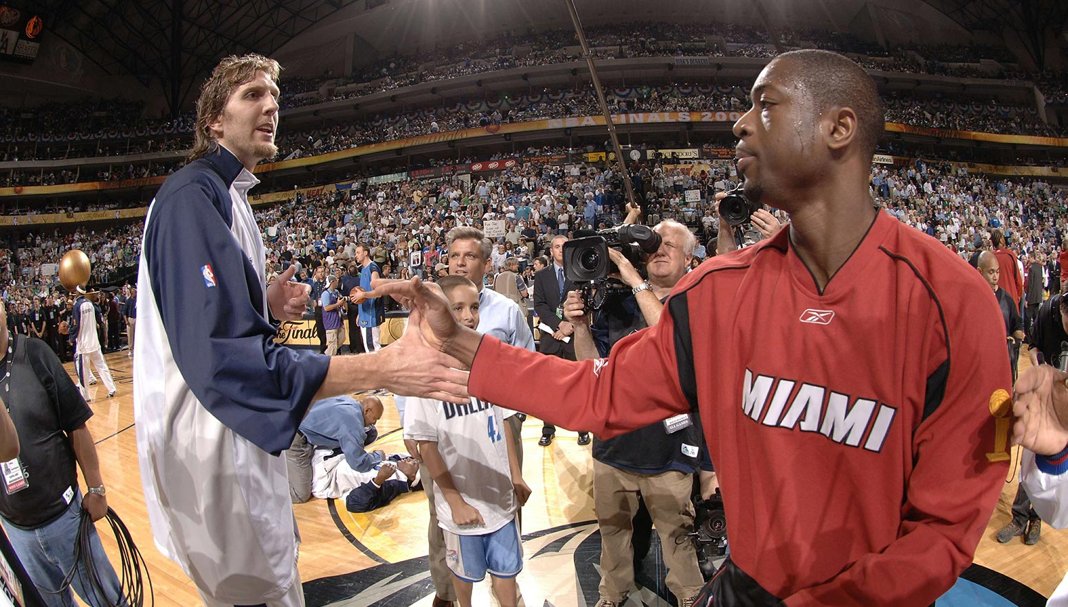 Dwayne Wade shakes hands with Dirk Nowitzki following the 2006 NBA Finals