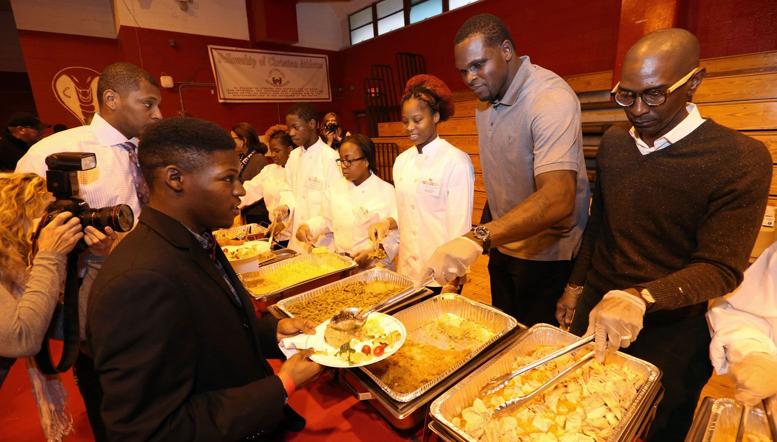 Zach Randolph and Elliot Perry serving food