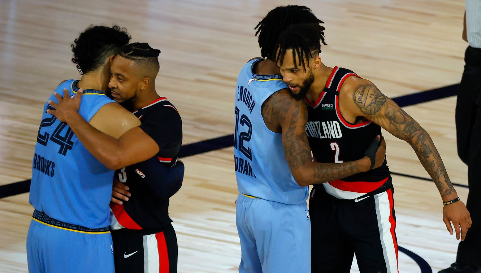 Grizzlies and Blazers hugging