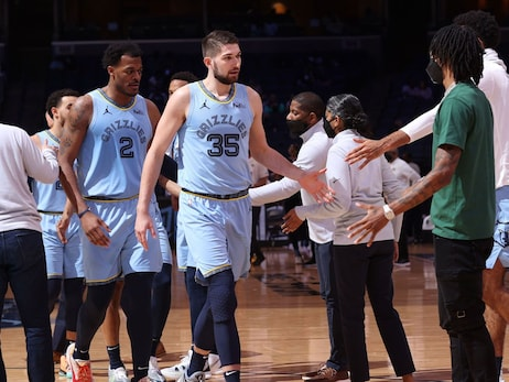 Postgame Report: Grizzlies pull out 107-106 win over Kings in final home game